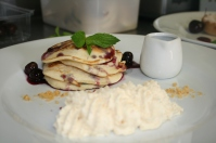 Blueberry pancakes, praline cream